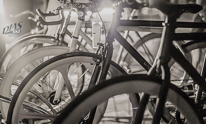 Bicicletas em preto e branco