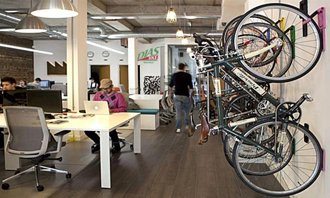 Ambiente de trabalho com bicicleta